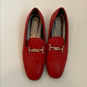 Tods quilted red loafers EUC  gold hardware 9.5⭐️